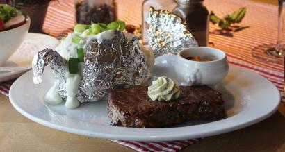 steak-mit-kartoffeln-in-folie