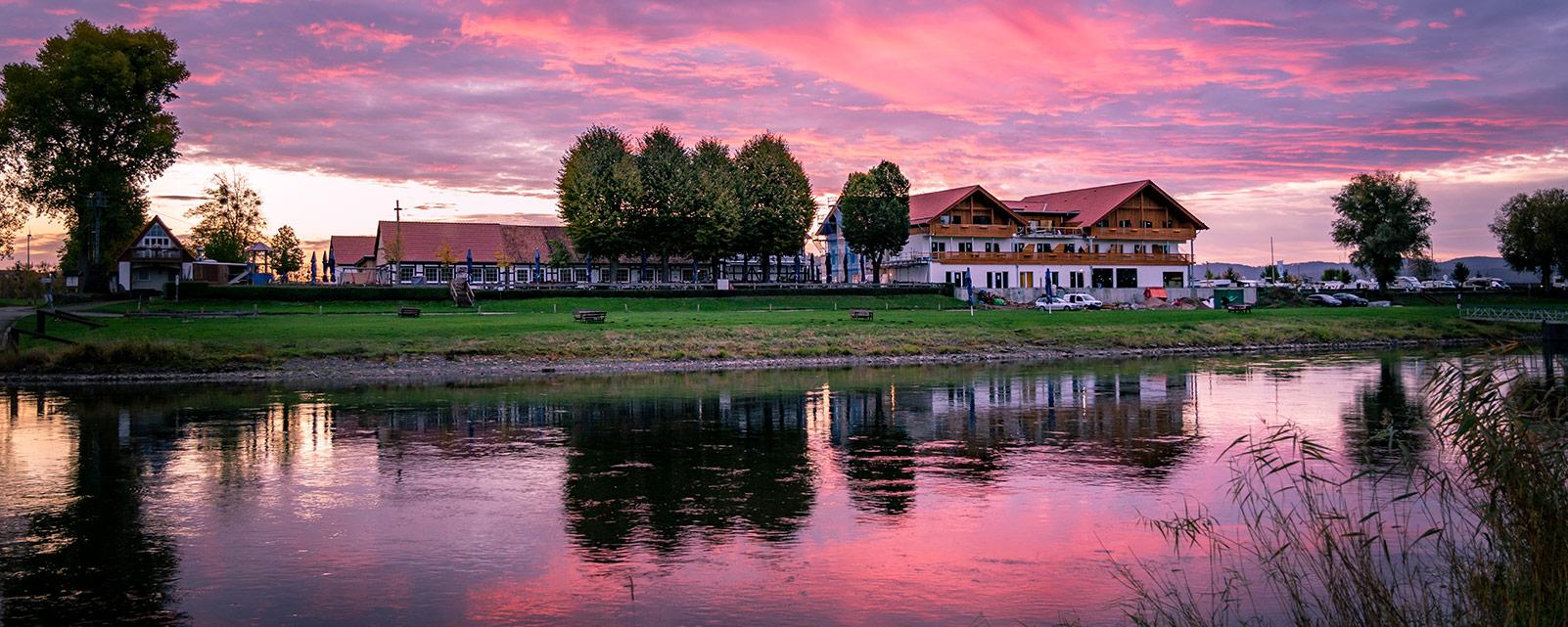 Hochzeitslocation mit Saal und Hotel bei Hameln an der Weser (Grohnder Fährhaus)
